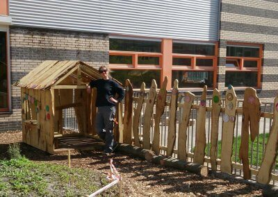 Speelhuisje-schoolplein-robinia-hout-(4)