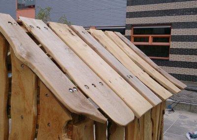 Speelhuisje-schoolplein-robinia-hout