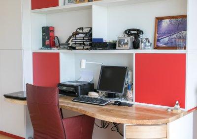 Studeerkamer bureau en boekenkasten